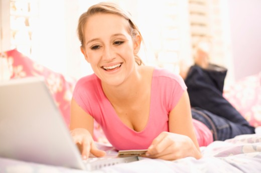 Stock Photo: 1555R-311639 Teenage girl shopping online
