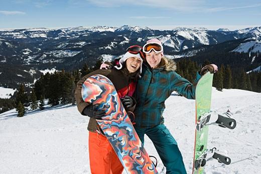 Stock Photo: 1555R-314071 Snowboarding friends