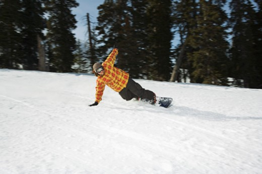 Stock Photo: 1555R-314086 Snowboarder falling