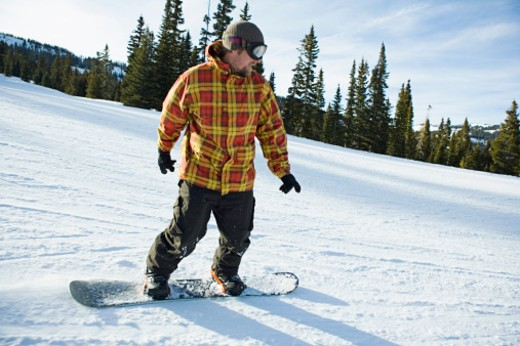 Man snowboarding down slope : Stock Photo