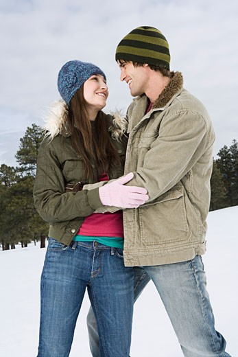 Embracing couple in winter attire : Stock Photo