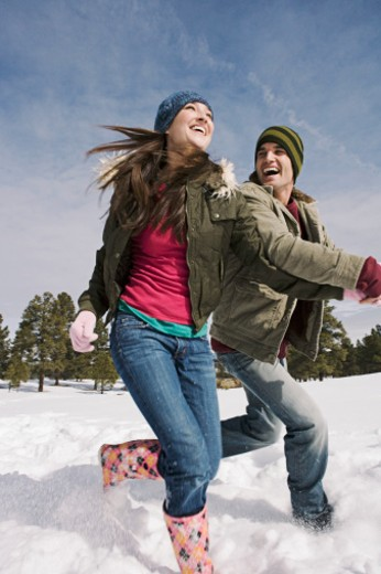 Stock Photo: 1555R-314129 Couple running in snow