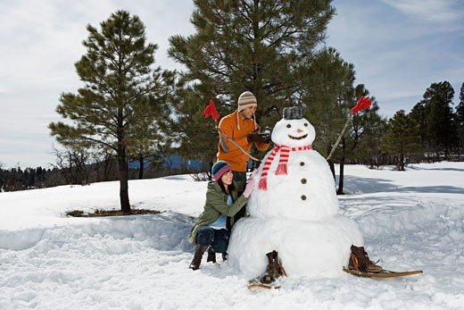 Stock Photo: 1555R-314155 Couple making snowman