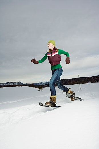 Stock Photo: 1555R-314191 Woman snowshoeing