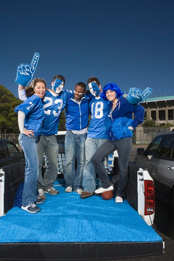 Stock Photo: 1555R-314832 Tailgating football fans
