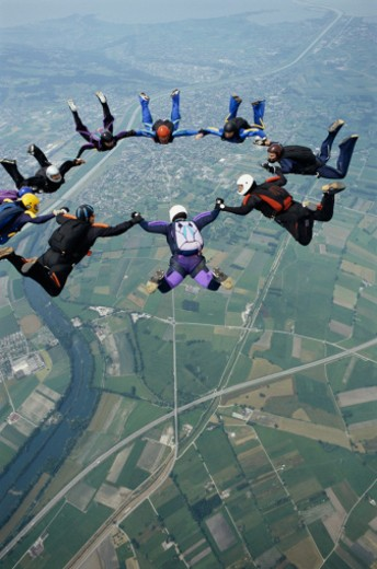 Stock Photo: 1555R-316347 Formation of skydivers