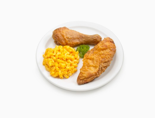 Fried chicken with macaroni and cheese : Stock Photo