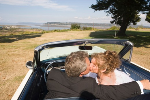 Stock Photo: 1555R-319552 Couple kissing