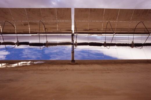 Stock Photo: 1555R-325834 Parabolic solar cell arrays