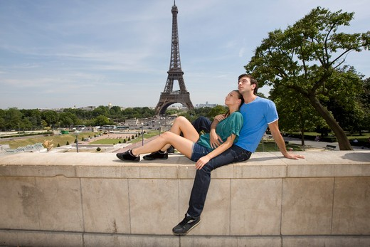Stock Photo: 1555R-330417 Couple embracing, Eiffel Tower in background