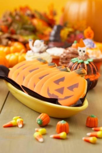 Stock Photo: 1555R-343596 Halloween jack-o-lantern cookies