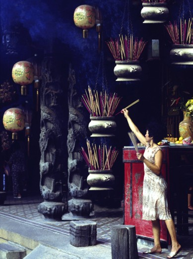 Stock Photo: 1555R-5071 Woman in Buddhist temple, Singapore