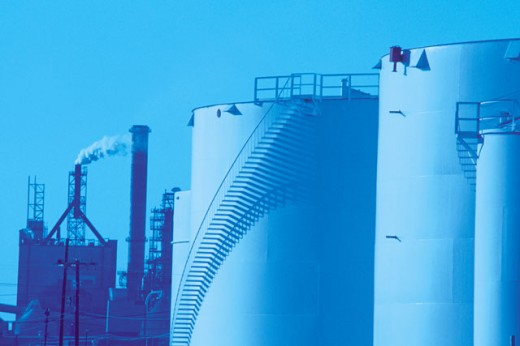 Stock Photo: 1557R-0167 Oil storage tanks at refinery
