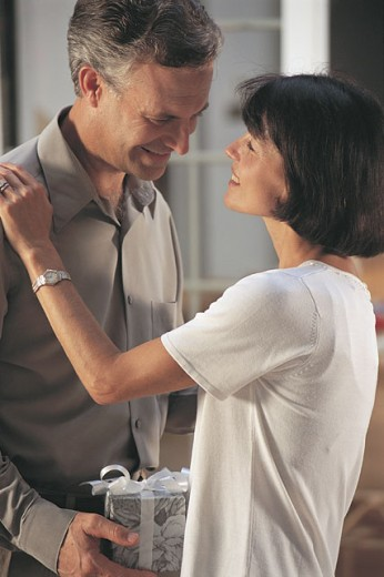 Man giving woman gift : Stock Photo