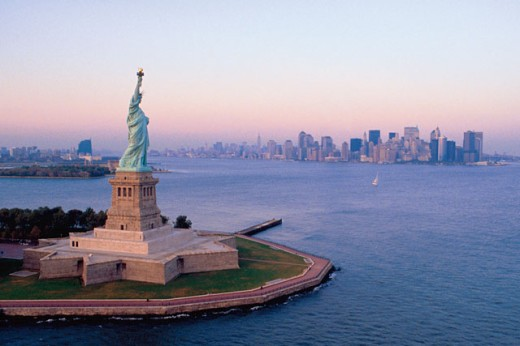 Stock Photo: 1557R-0340 Statue of Liberty and skyline of New York City , USA