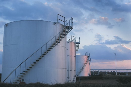 Stock Photo: 1557R-04879 Oil storage tanks