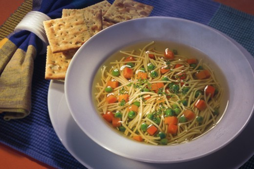 Stock Photo: 1557R-137075 Bowl of soup with crackers