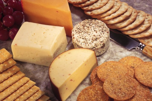 Stock Photo: 1557R-137085 Cheeses and crackers