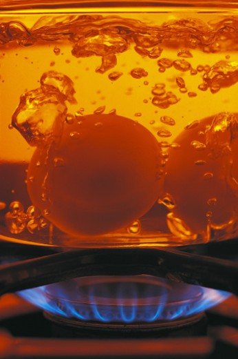 Stock Photo: 1557R-277292 Boiling eggs