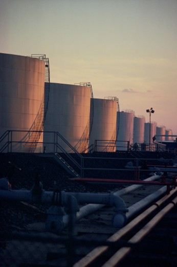 Stock Photo: 1557R-280687 Storage tanks at oil refinery