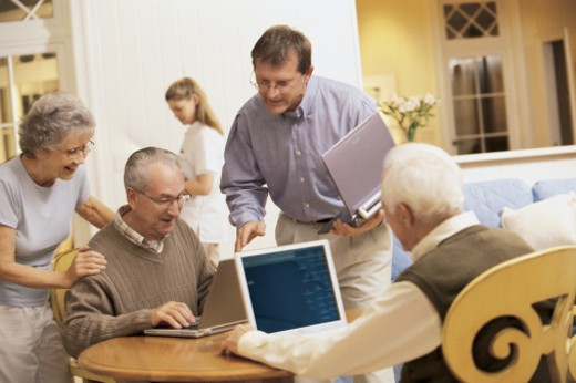 Man teaching people to use computers : Stock Photo