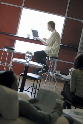 Stock Photo: 1557R-285633 Man at internet cafe