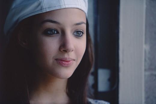 Teenage girl looking away : Stock Photo