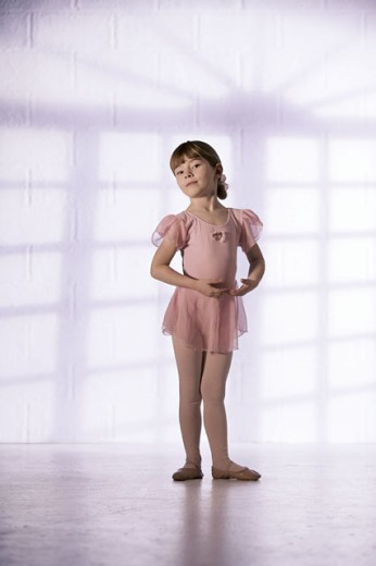 Stock Photo: 1557R-290114 Girl in ballerina outfit