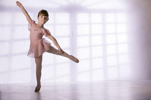 Stock Photo: 1557R-290117 Girl dancing
