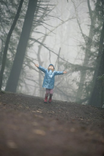 Stock Photo: 1557R-290147 Girl in forest
