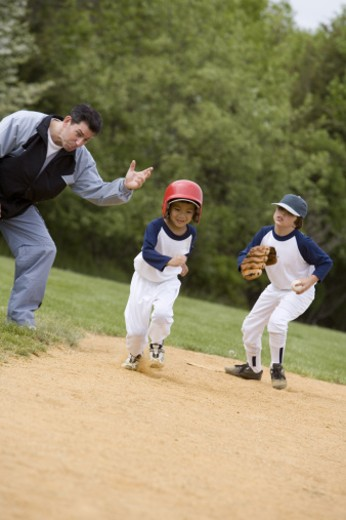 Stock Photo: 1557R-299908 Boy running bases in youth league game