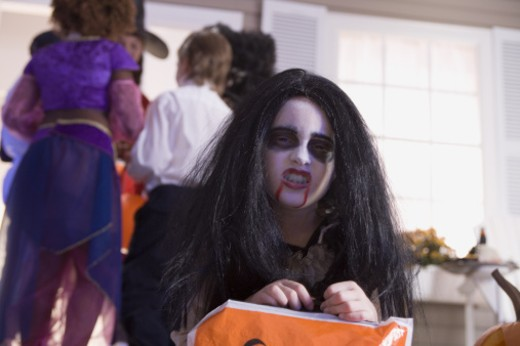Stock Photo: 1557R-301798 Girl in vampire costume growling