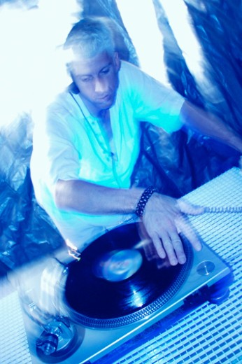 Disc jockey using turntable : Stock Photo