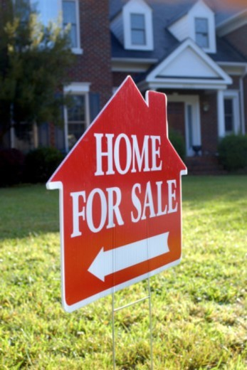 Home for sale sign : Stock Photo