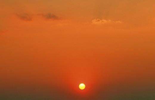 Sun setting in sky : Stock Photo