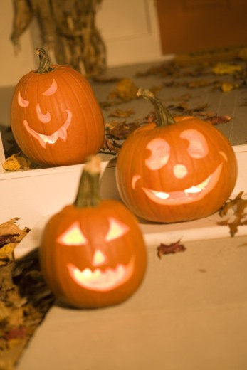 Glowing jack-o'-lanterns : Stock Photo