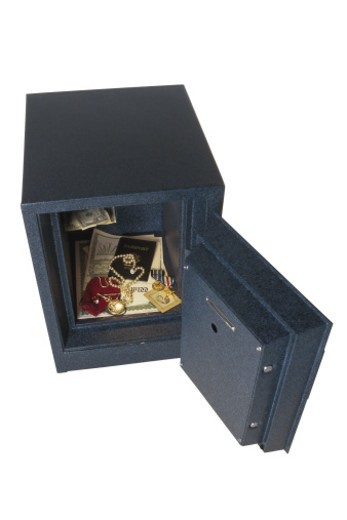Stock Photo: 1557R-368347 Valuable items in safe