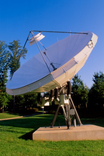 Stock Photo: 1557R-370700 Satellite dish