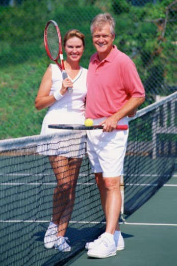 Stock Photo: 1557R-375433 Couple on tennis court