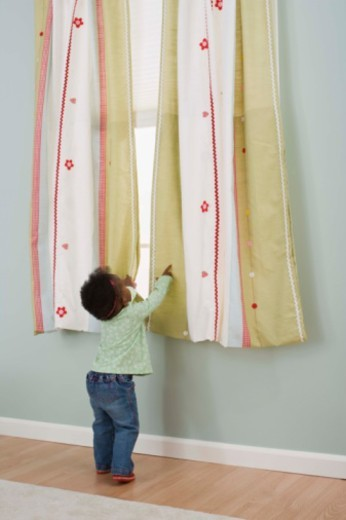Stock Photo: 1557R-380291 Toddler standing at window
