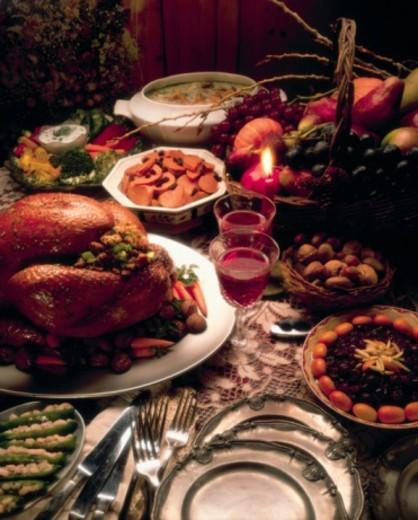 Stock Photo: 1557R-386884 Thanksgiving buffet