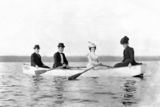 Stock Photo: 1557R-393713 Four people in rowboat