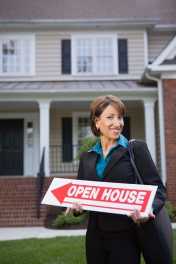 Stock Photo: 1557R-396107 Real estate agent with sign near house