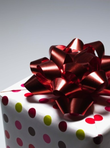 Stock Photo: 1557R-399294 Close-up of gift