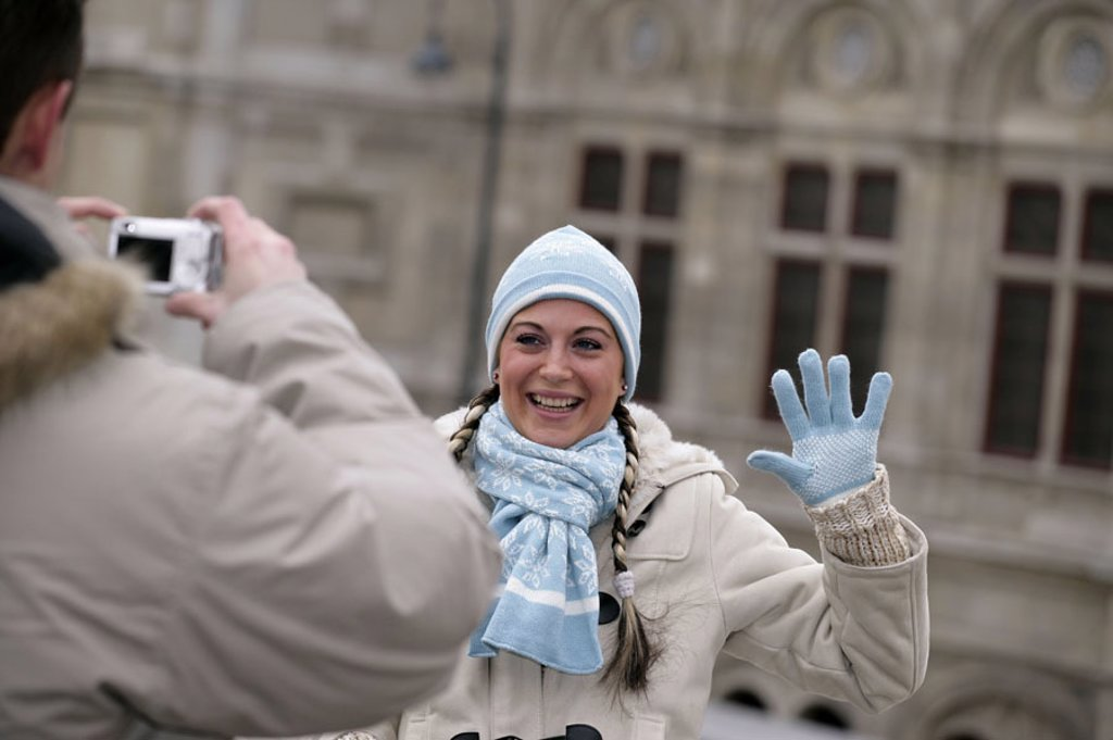 Stock Photo: 1558-101286 Austria, Vienna, couple, city strolls, photographs, happy,  Detail, winters,  Capital, state opera, Albertina, tourist couple, laughing sightseeing, digital camera, fun, enjoyments 20-30 years, winter clothing, Lifestyle symbol vacation leisure time sight