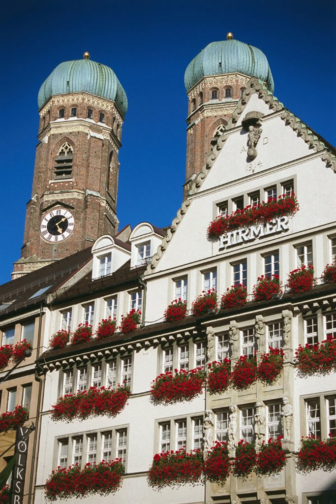 Germany, Bavaria, Munich,  row of houses, Hirmer house, Frauenkirche, Detail, towers, Southern Germany, Upper Bavaria, houses, house facades, flower jewelry, steeples, dearly women church, ´cathedral to our dear wife´, architecture, style, chapel, sacral : Stock Photo