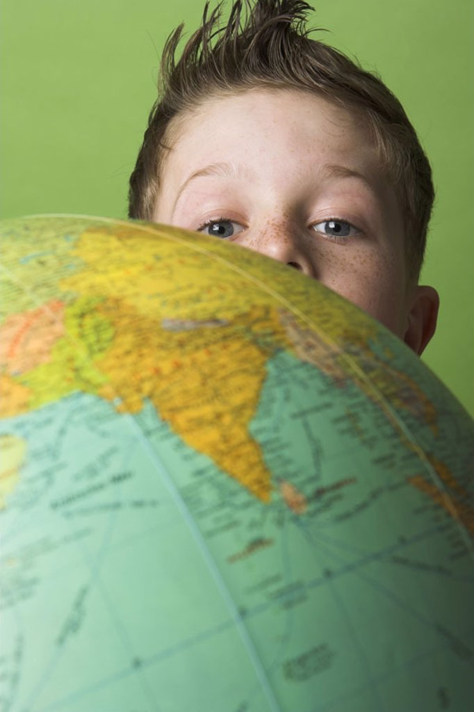 boy, globe, contemplating, detail,    Series, 10 years, child, globe, teaching material, looking at,  Interest, inquisitive, formation, learning, Lernbereitschaft, world, geography, geography, studio, indoors, background green, : Stock Photo