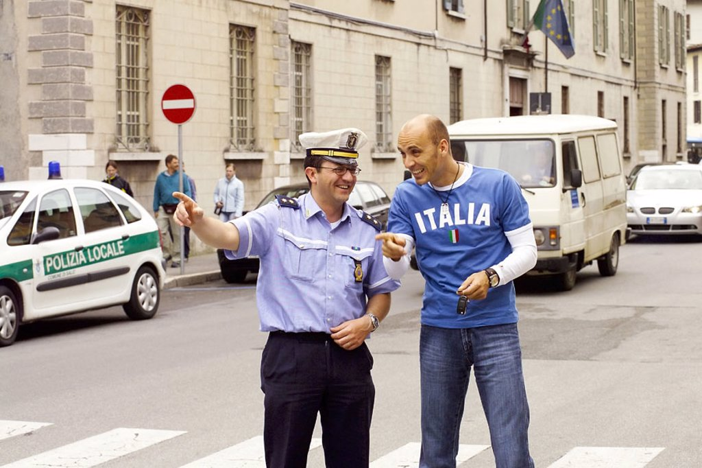 Stock Photo: 1558-104840 Italy, street scene, man, police officer,  Hint, information, no models release