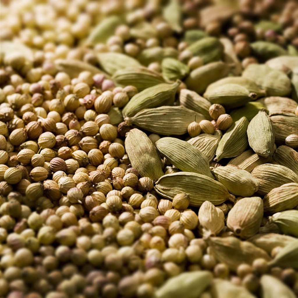Seasonings, Kardamom, corianders, dried, close-up, seasonings, capsules, seeds, Kardamom-Kapseln, Cardamomkapseln, seed capsules, condiment, food-condiment, spices, taste, aroma, fact-reception, : Stock Photo