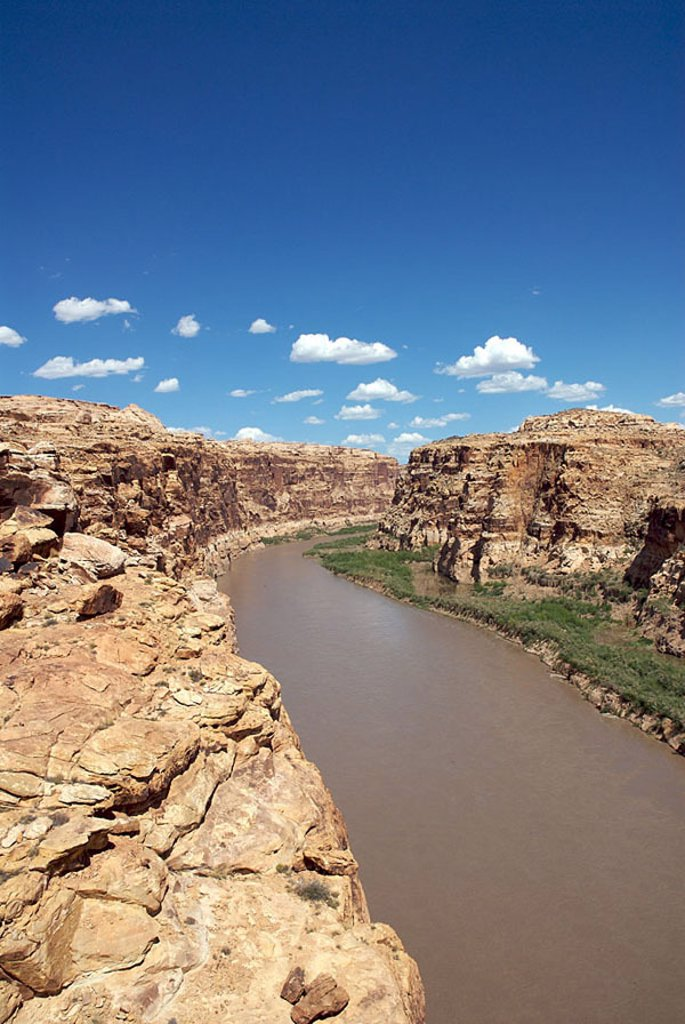 USA, Arizona, Glen Canyon, mountains, river bed, cloud-heavens, North America, West coast, highland-shaft, mountains, rocks, sandstone-rocks, rock-formations, river, waters, nature, nobody, human-empty, isolation, vegetation, meager, dryness, drought, hea : Stock Photo